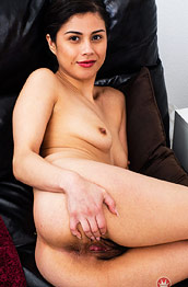 Penelope Reed Spreads her Hairy Snatch