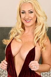 Janna Hicks Busty Inked Cougar