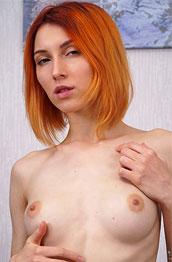 Elina Holm Skinny Ginger in Heat