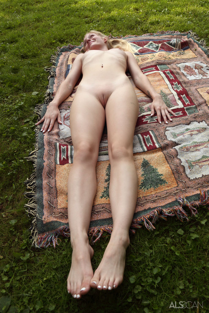 Emma Starletto Naked In The Backyard