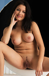 Bellavitana Shows Round Tits