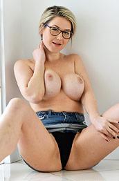 Busty Milf Kit Shows Hot Body