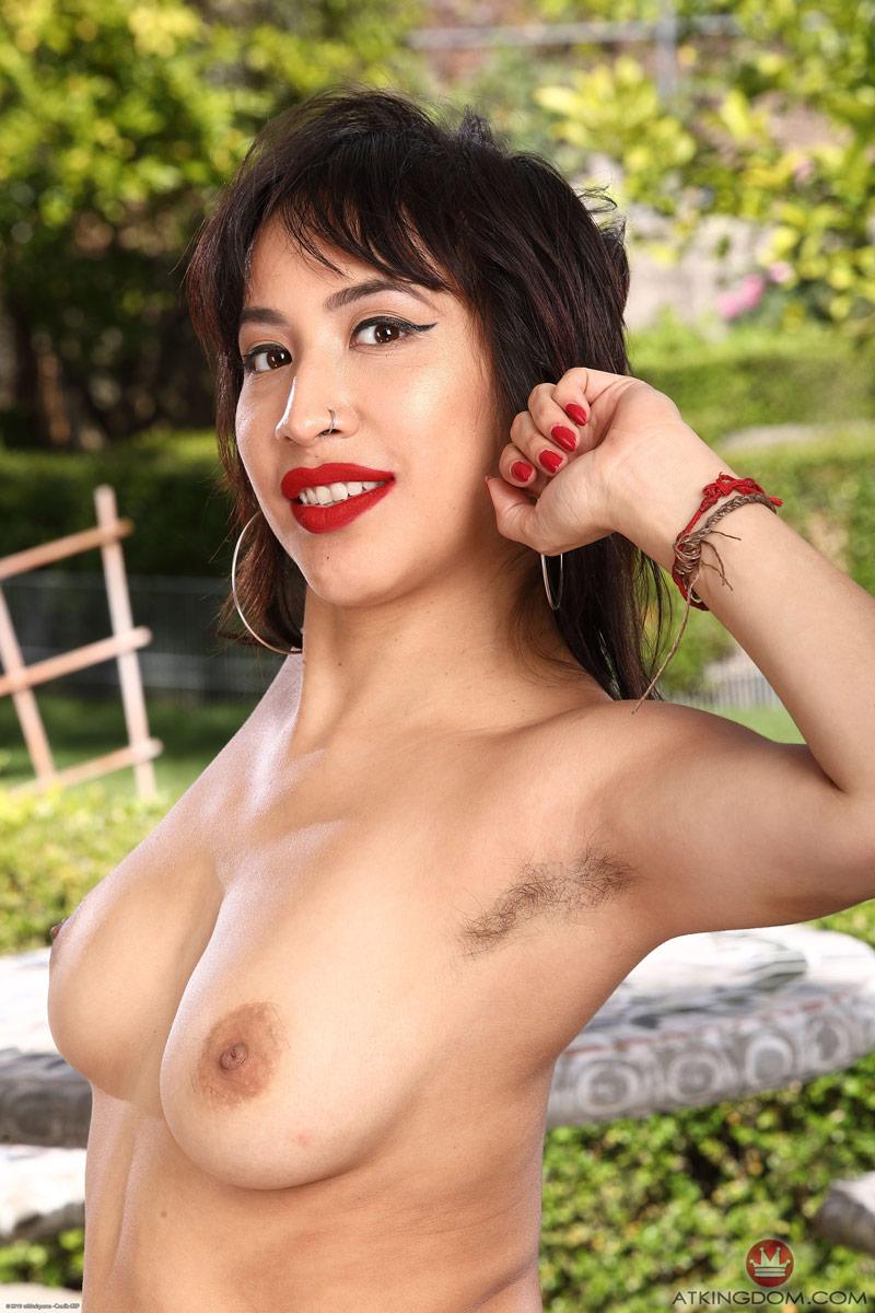 Melanie lynskey nude