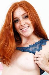 Jayme Rae Kinky Ginger Masturbates