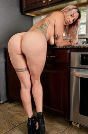 Roxxxie Blakhart Nude in the Kitchen