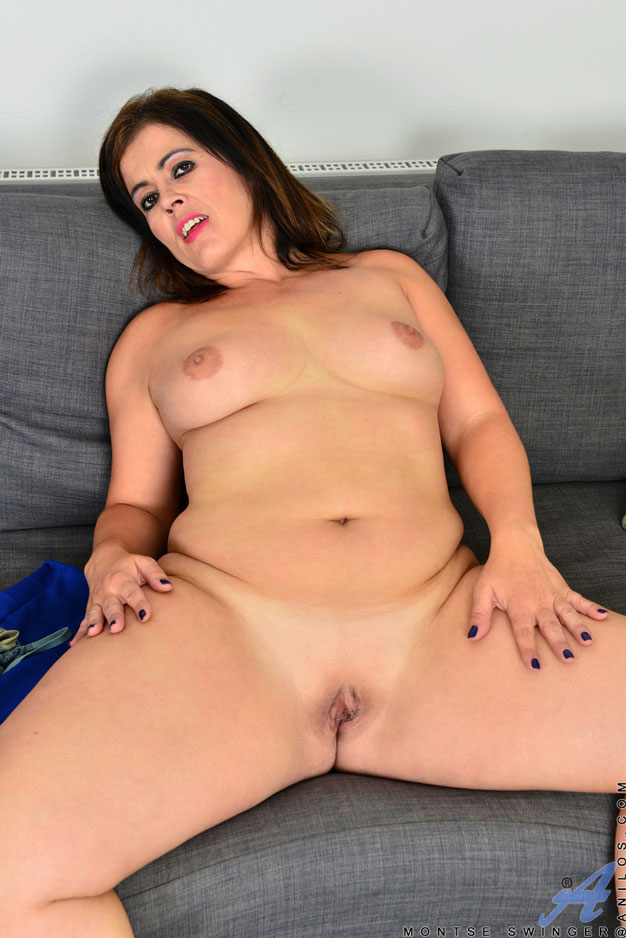 Sexy Bbw Housewife Shows Lovely Natural Melons Pichunter Daft Sex 1