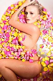 Lycia Sharyl Petal Bath